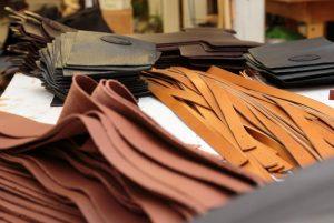 義大利人玩皮帶的藝術創意和專注